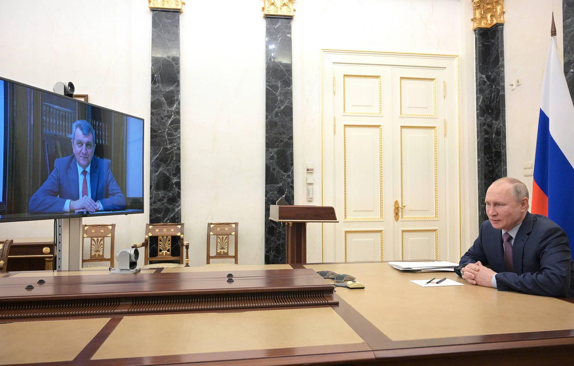Владимир Путин пообещал поддержку работе Сергея Меняйло в Северной Осетии