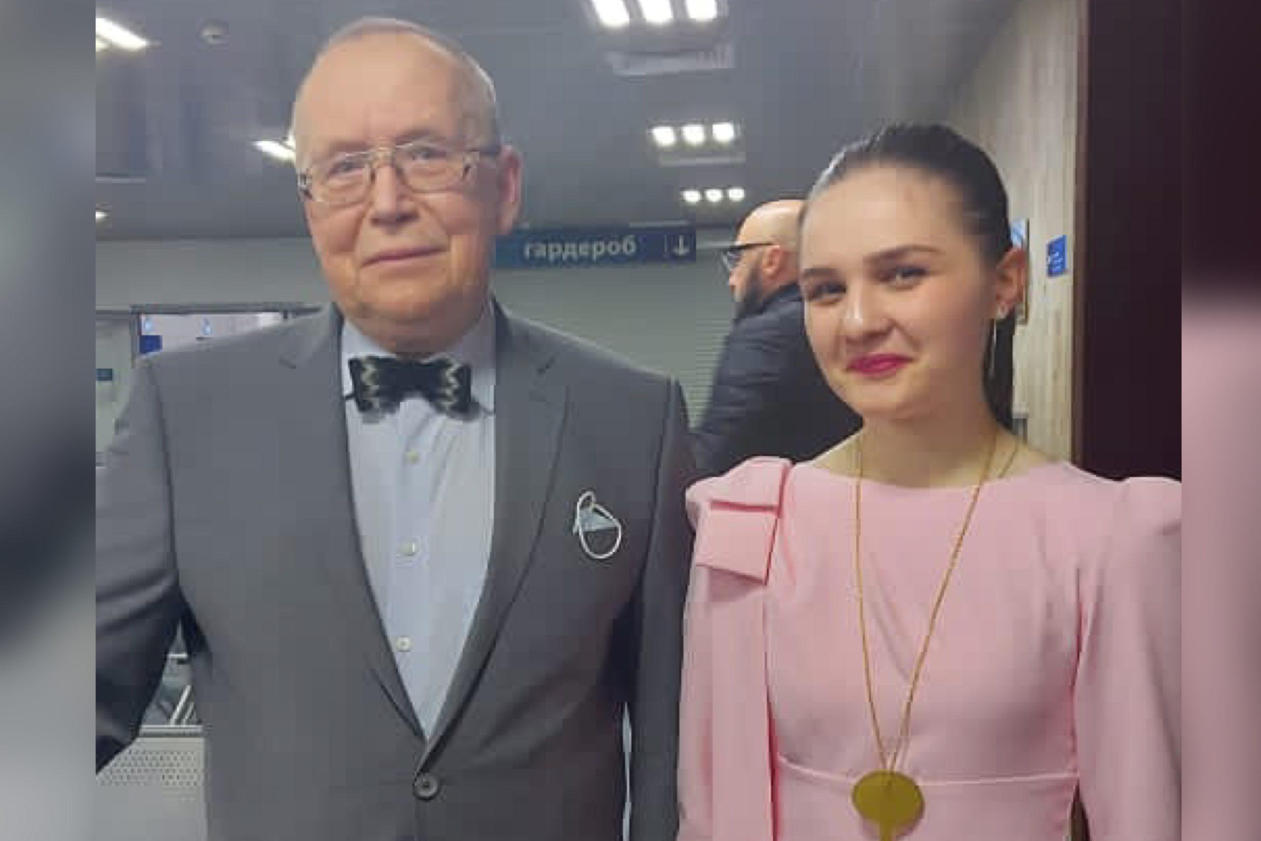 Школьница из Заводского Анна Козаева стала победительницей телевизионной олимпиады «Умницы и умники»