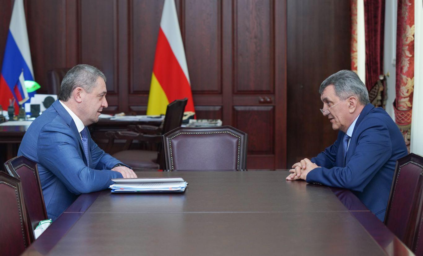 Перспективы социально-экономического развития муниципалитета обсудили Сергей Меняйло и Русланбек Икаев