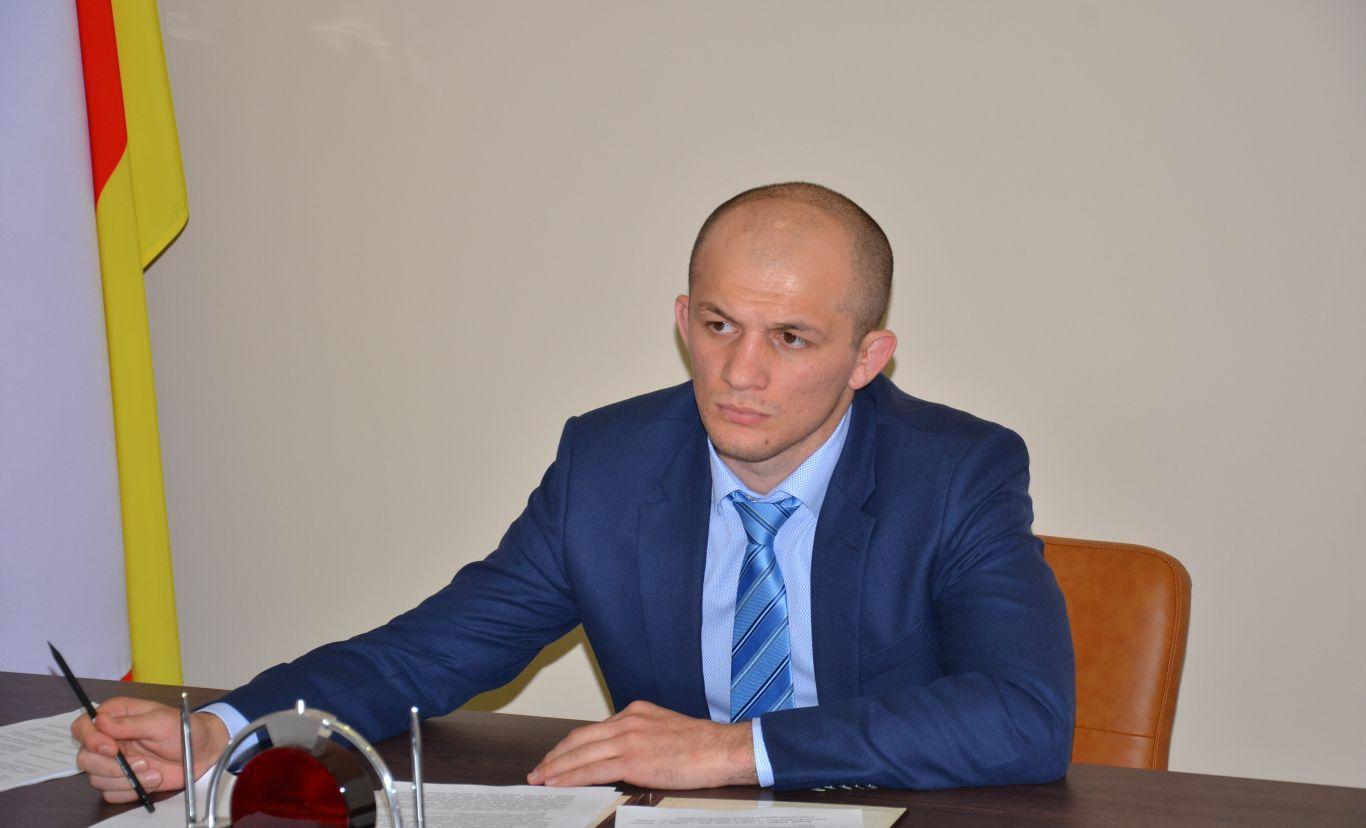 Алан Хугаев покидает свой пост