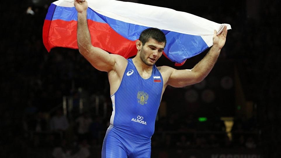 Артур Найфонов стал трехкратным чемпионом Европы по вольной борьбе