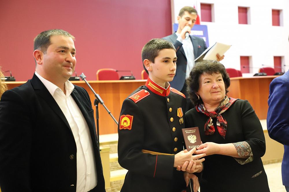 Юным жителям Владикавказа вручили паспорта