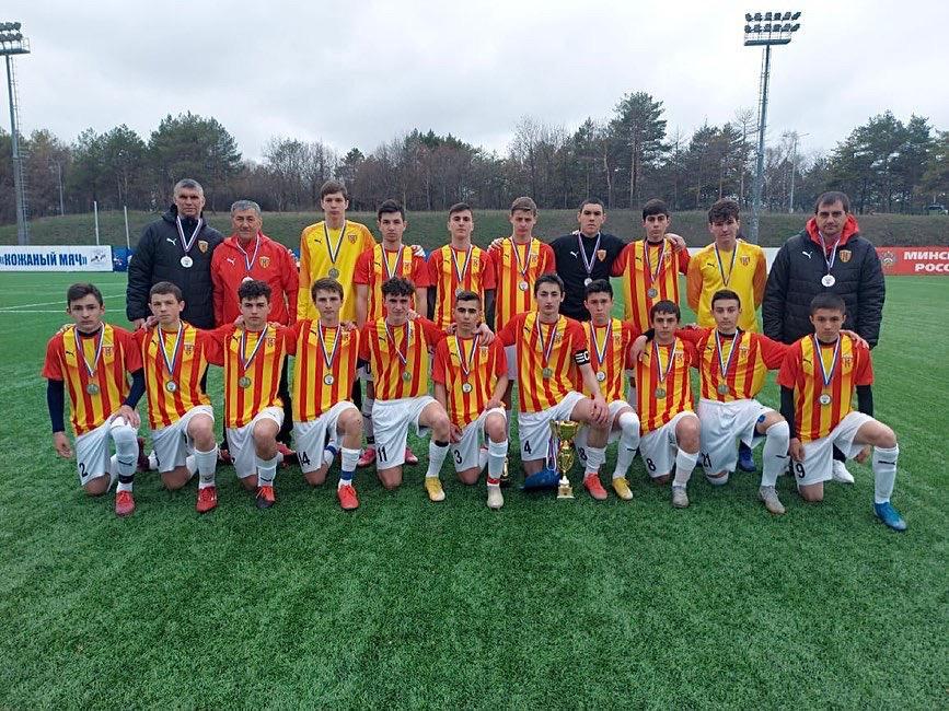 Игроки академии футбола «Алания» 2005 года рождения стали серебряными призерами зонального первенства РФ