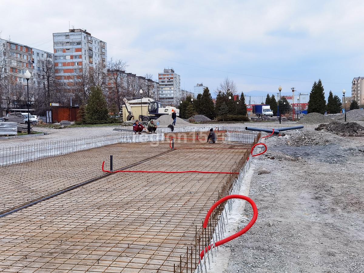 Во Владикавказе на Площади Фонтанов приступили к работам по монтажу подземных коммуникаций
