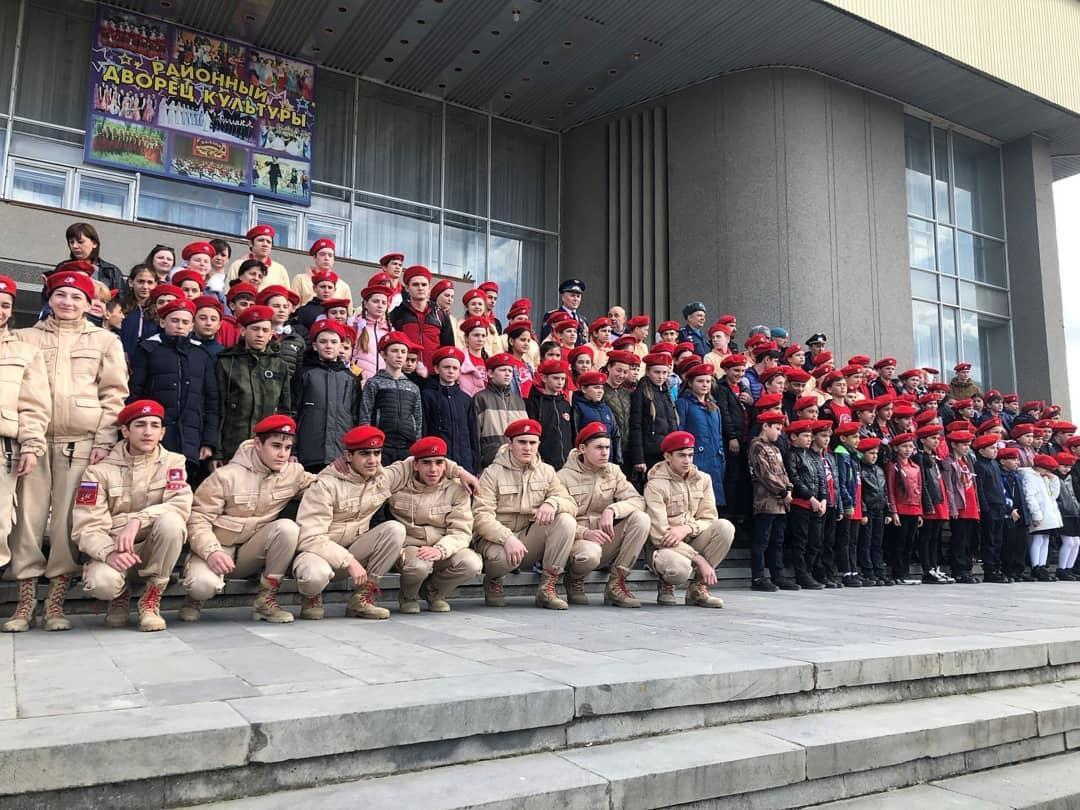Моздокские школьники вступили в ряды Юнармии