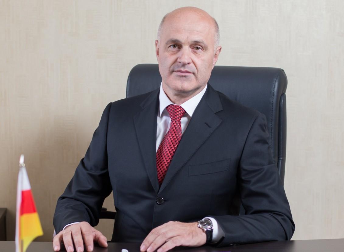Депутат парламента Эльбрус Бокоев досрочно сложил свои полномочия