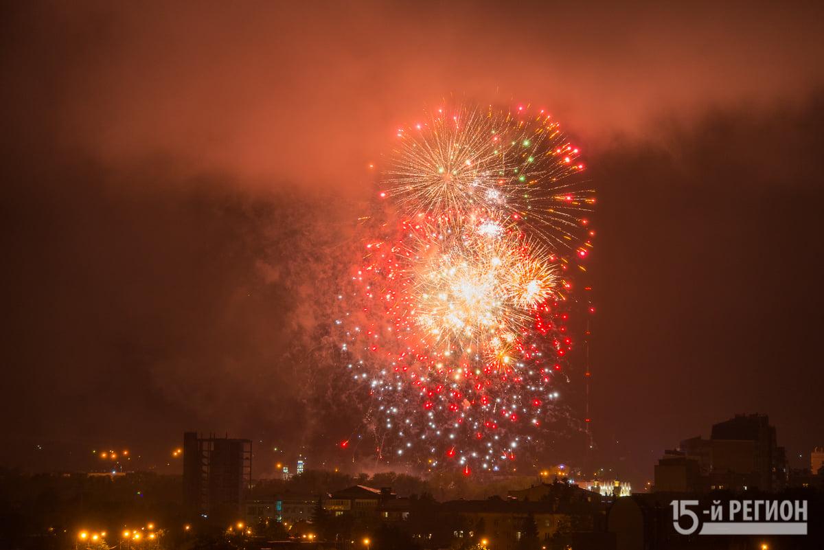 Во Владикавказе торжества в честь Дня Победы завершили 30 залпами салюта