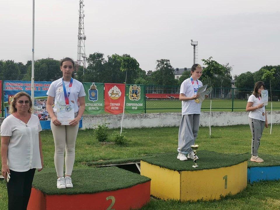Спортсменки из Северной Осетии успешно выступили на первенстве КБР по стрельбе из лука