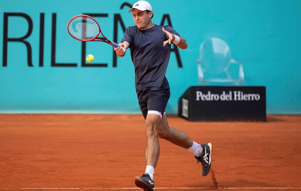 Аслан Карацев обыграл Даниила Медведева во втором круге теннисного турнира серии «Мастерс» в Риме