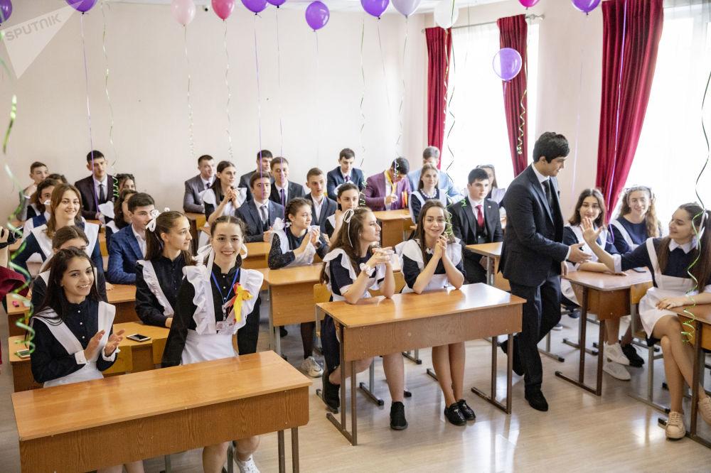 В Южной Осетии прозвенел последний звонок для выпускников