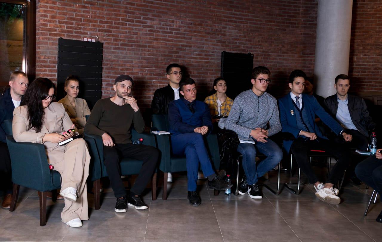 Начинающие предприниматели посетили мастер-класс по ведению бизнеса в сфере искусства
