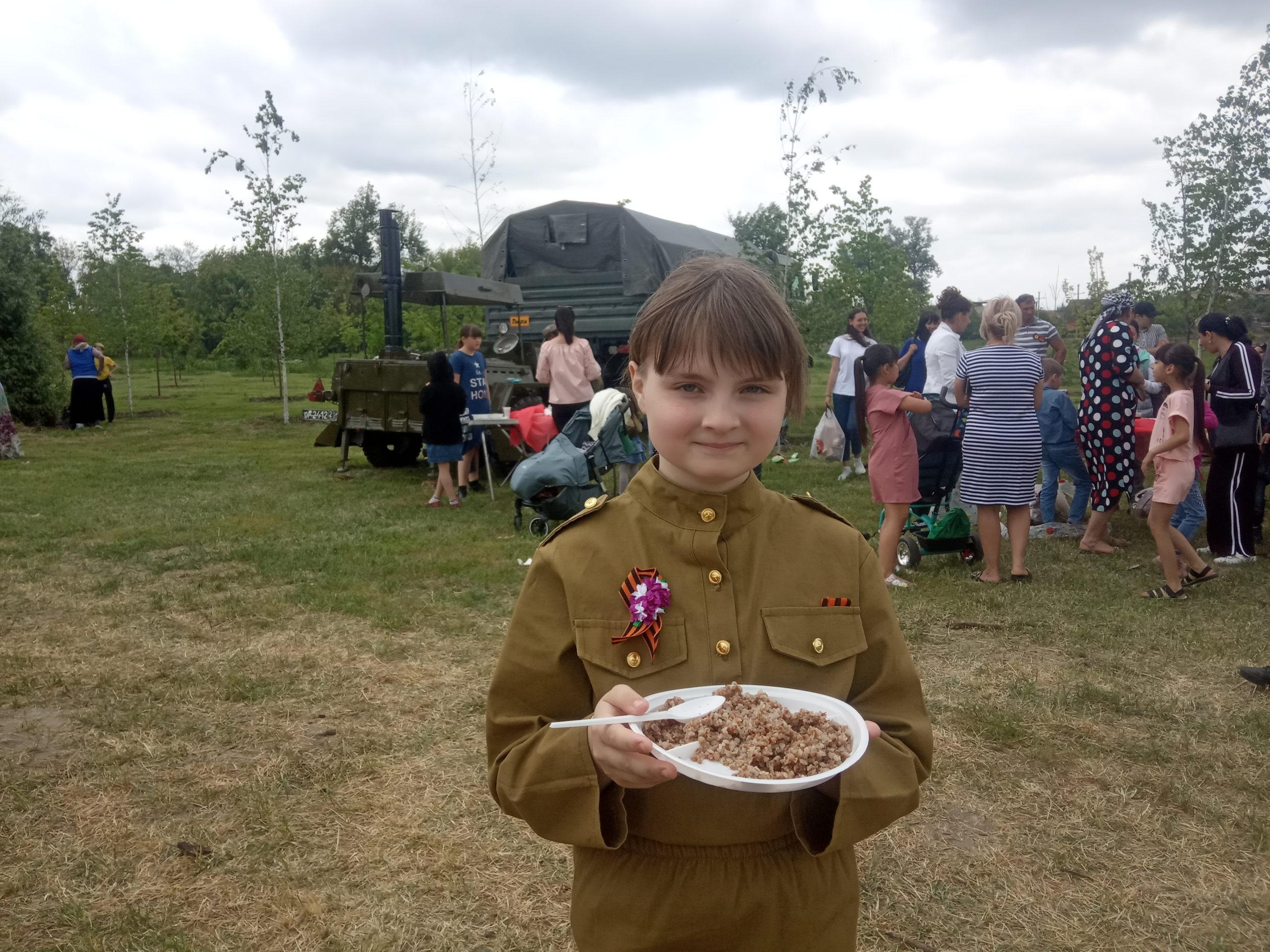 В Моздоке День Победы отметили военным парадом и народными гуляниями