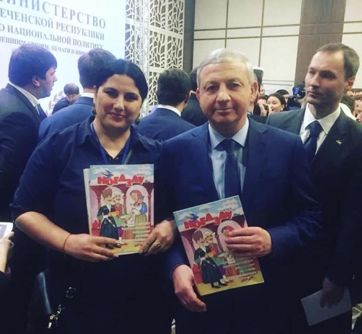 Вячеслав Битаров подарил около 500 подписок на журнал «Ногдзау» детям из малоимущих и многодетных семей