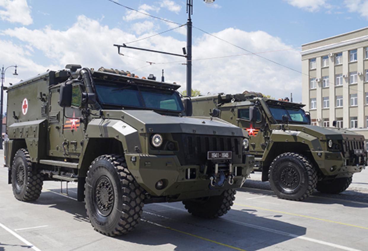 Санитарные автомобили «Линза» пополнили парк боевых машин мотострелковой дивизии в Северной Осетии