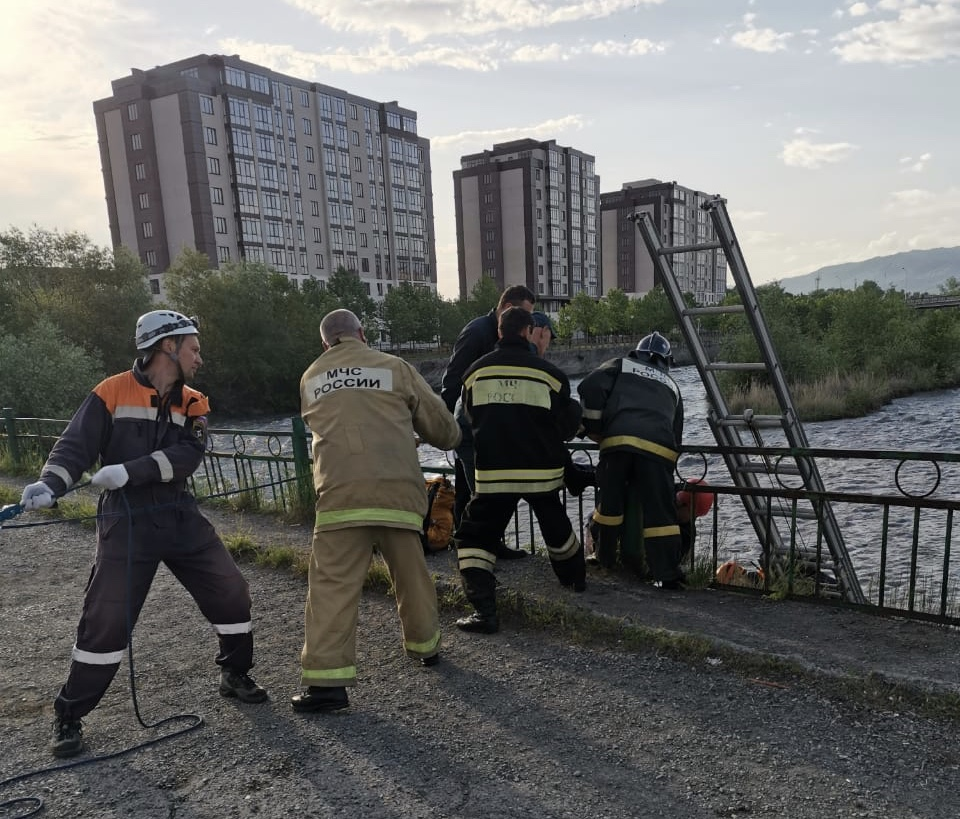 Во Владикавказе мужчина спрыгнул с моста в реку Терек