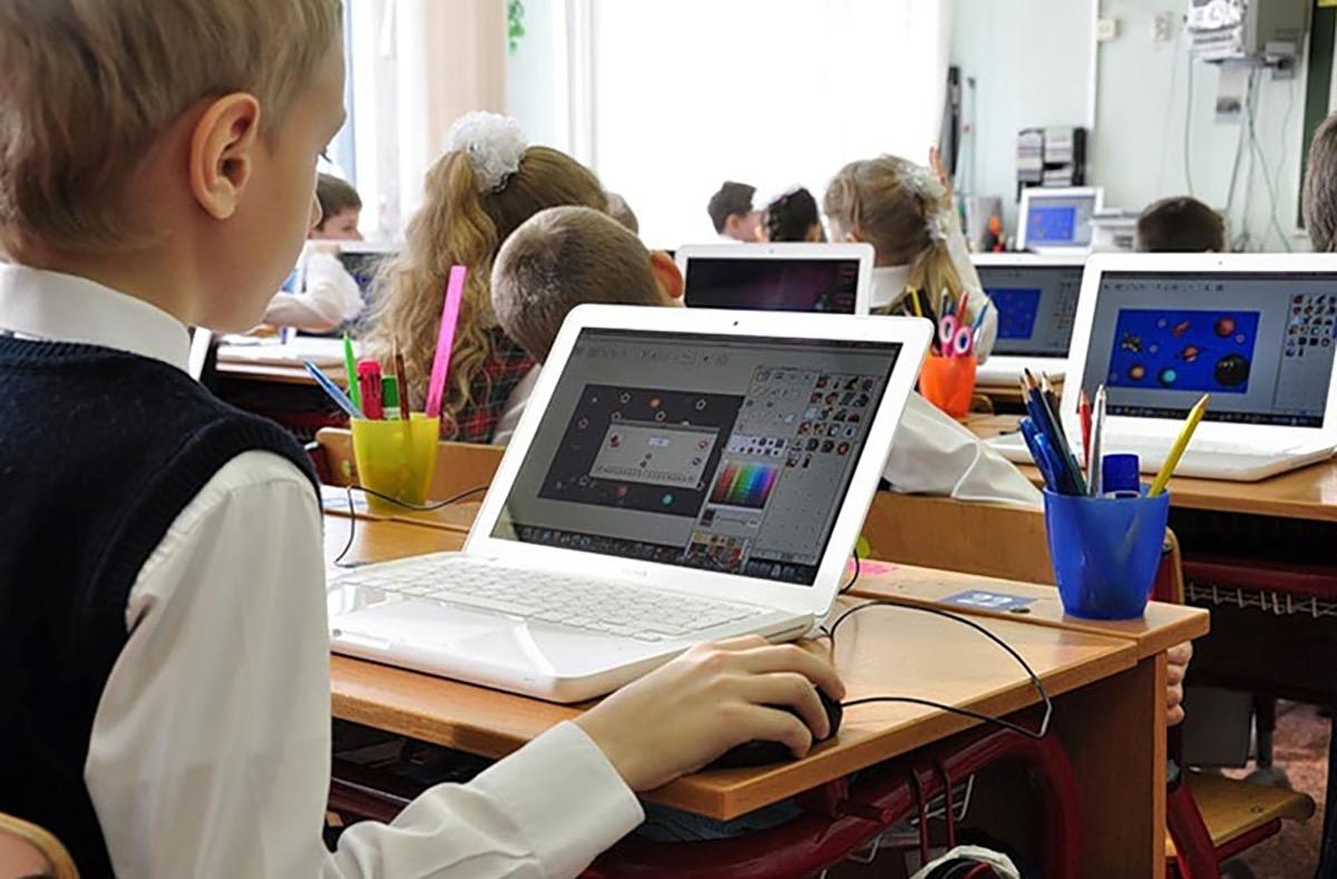 Более пяти тысяч ноутбуков закуплено за два года для школ Северной Осетии