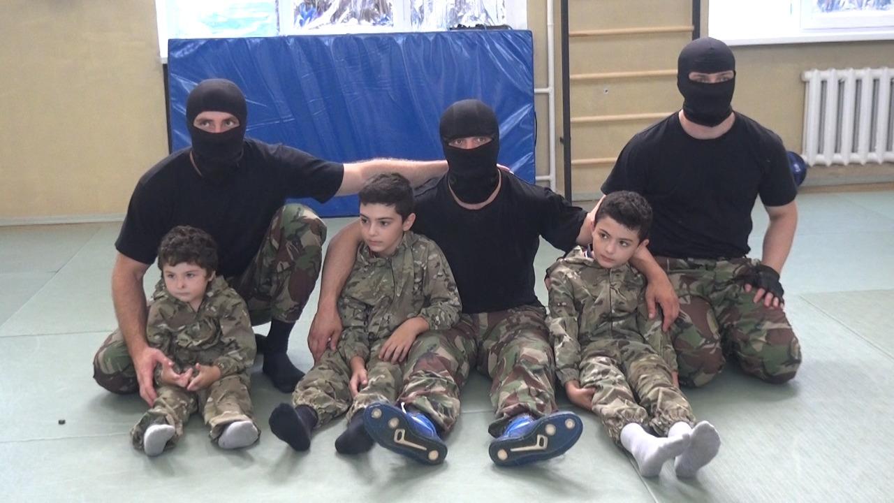 Сотрудники МВД исполнили мечту 9-летнего Алана Кочиева, который едва не погиб от случайной пули