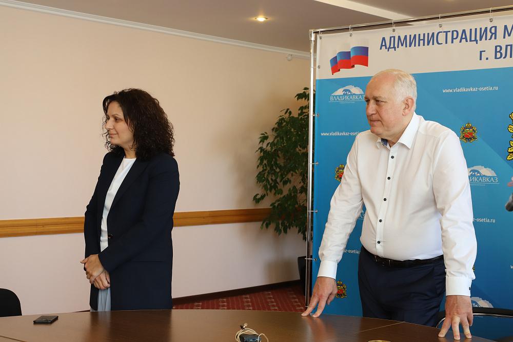 Глава АМС г. Владикавказа Вячеслав Мильдзихов представил нового заместителя