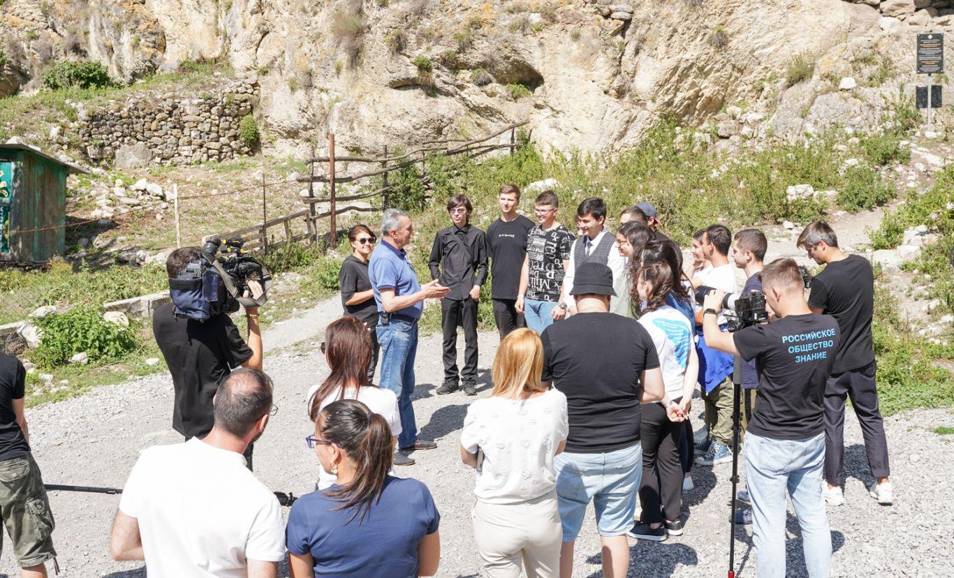 Сергей Меняйло провел экскурсию по достопримечательностям Северной Осетии для молодежи