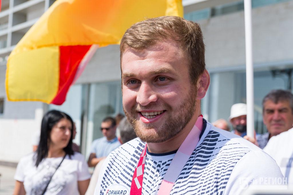 Паралимпийский чемпион Альберт Хинчагов вернулся из Токио (фотопоток)