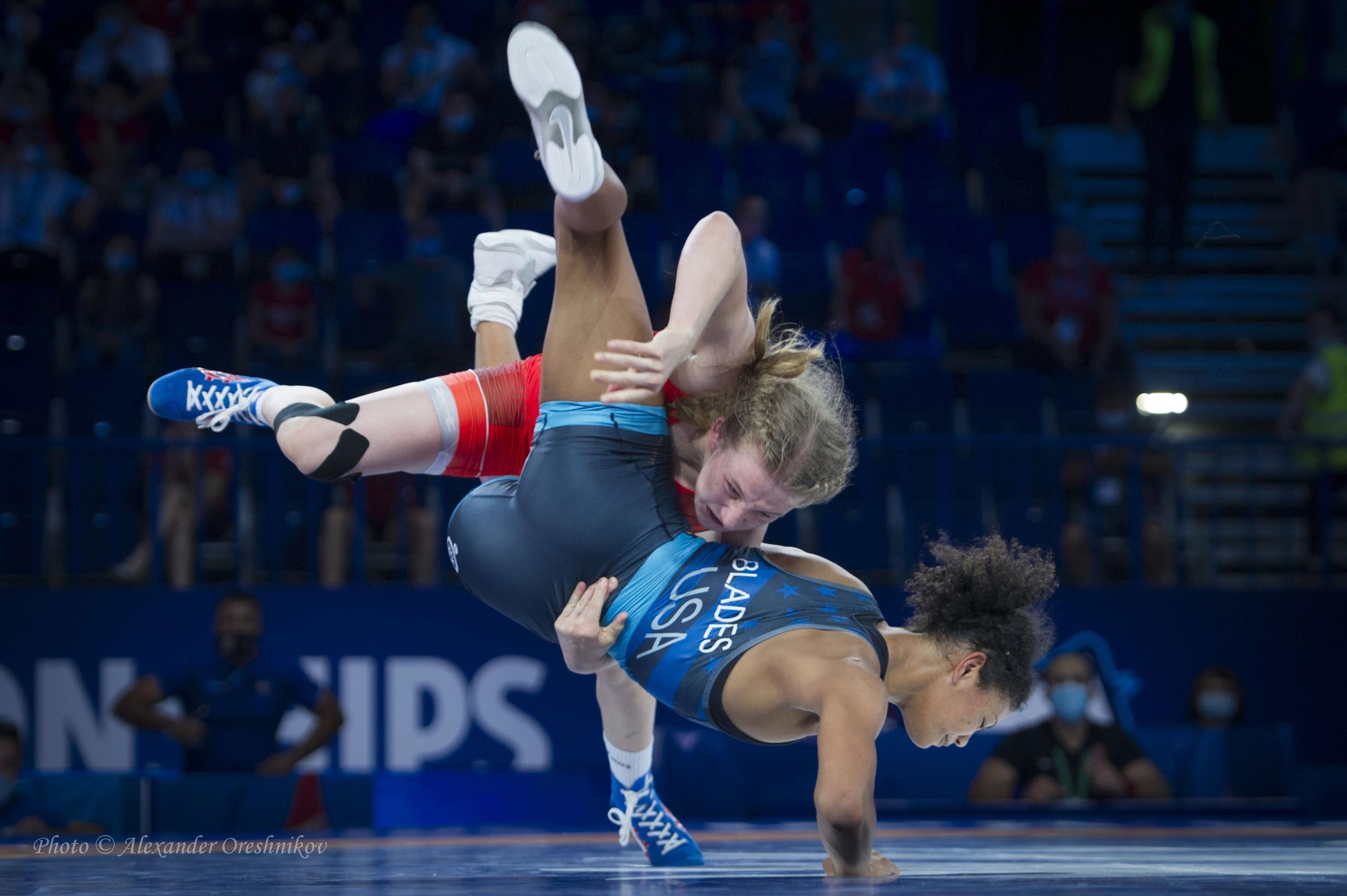 Алина Касабиева уверенно вышла в финал первенства мира по вольной борьбе