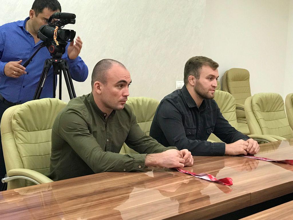 Анатолий Бибилов вручил Ордена Дружбы Альберту Хинчагову и Чермену Кобесову