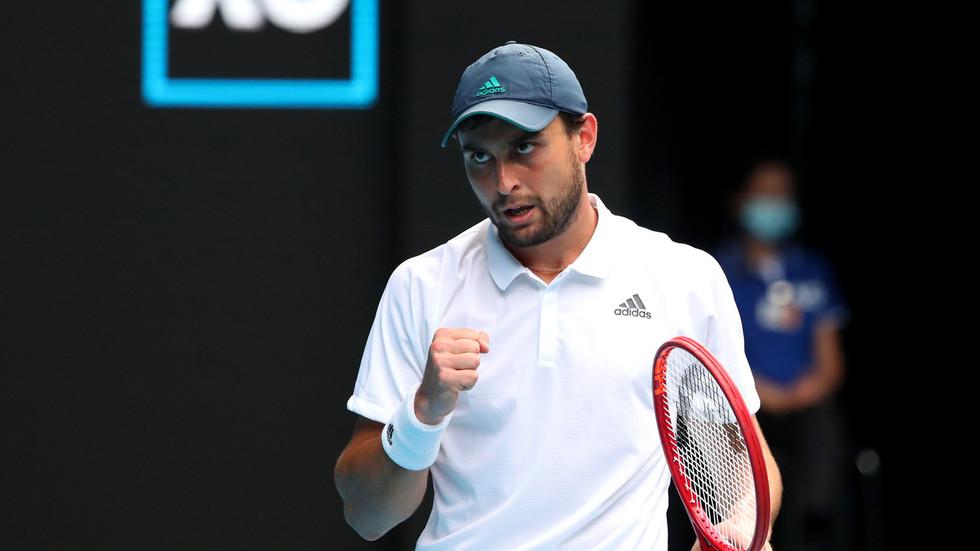Аслан Карацев вышел во второй круг теннисного турнира в Сан-Диего
