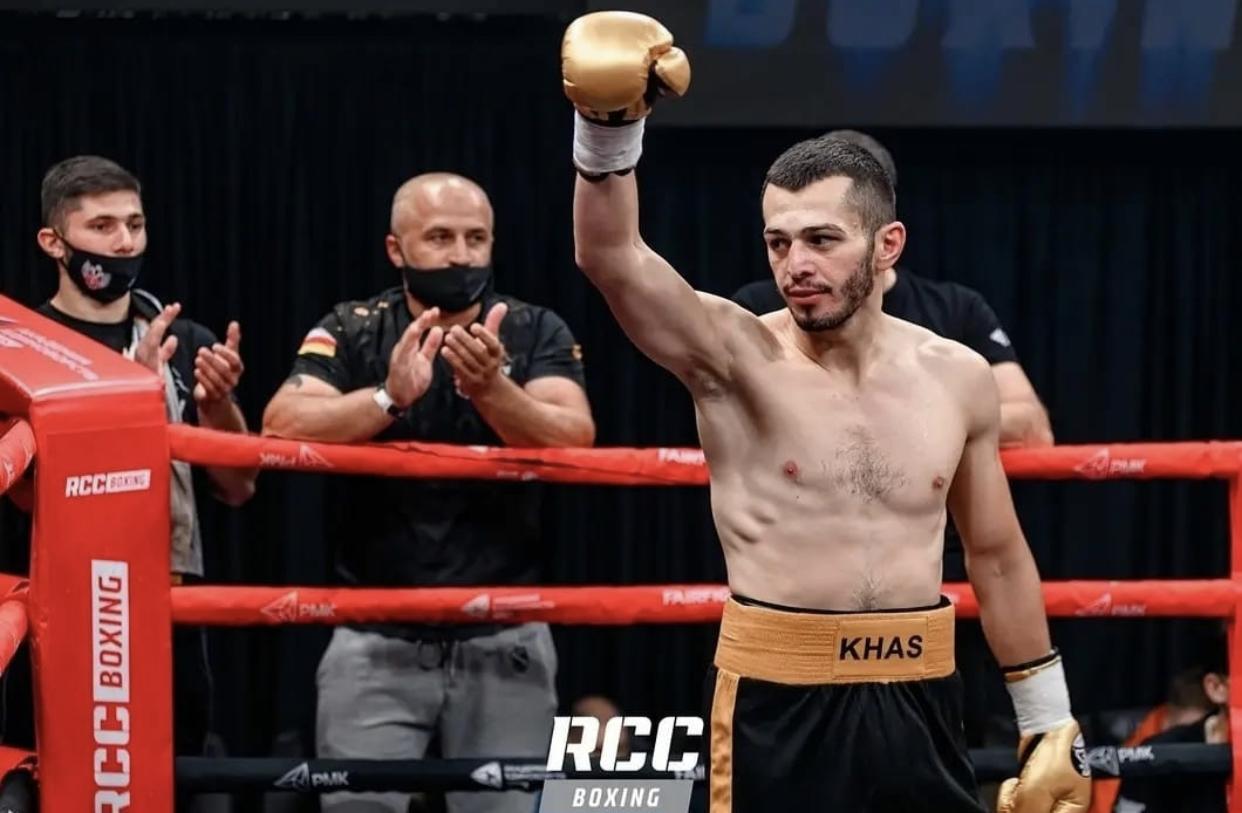 Боксер Дмитрий Хасиев одержал победу в полуфинале турнира в Екатеринбурге