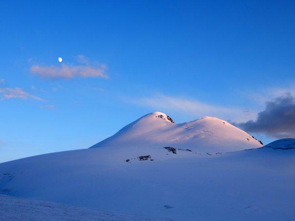 В память о погибших при сходе ледника Колка состоится скоростное восхождение на гору Казбек