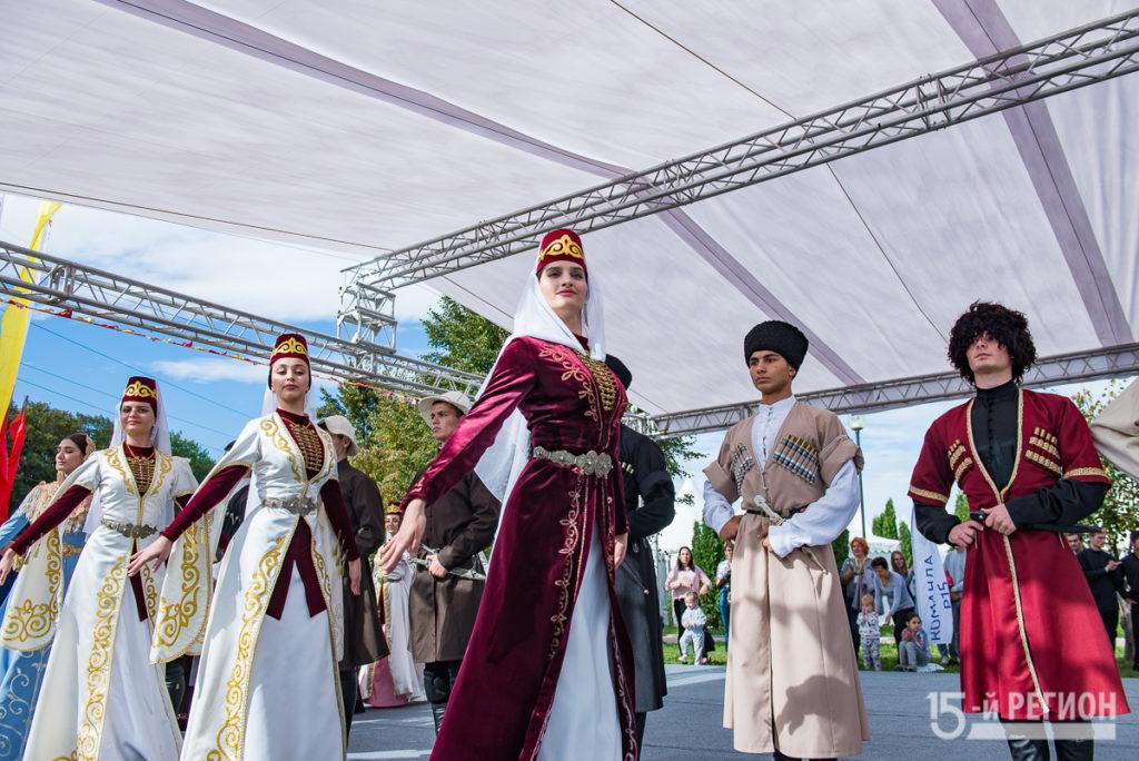 Народные гуляния в честь Дня республики (фоторепортаж)