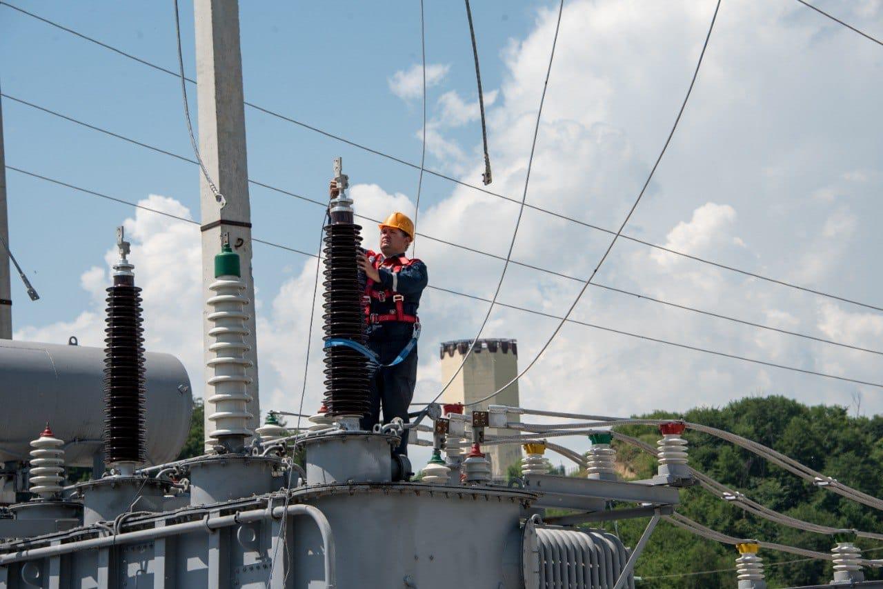 Порядка 600 бригад «Россети Северный Кавказ» продолжают готовить электросетевой комплекс СКФО к сезону холодов
