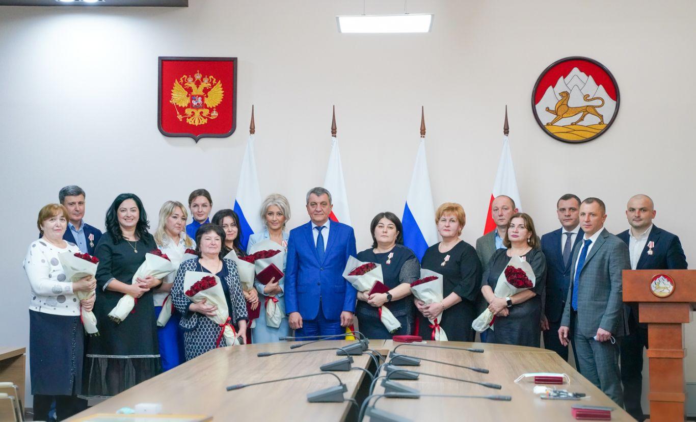 Врачам РКБ вручили государственные награды за вклад в борьбу с коронавирусом