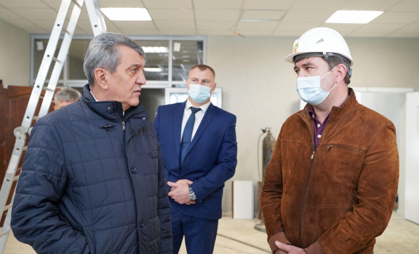 Сергей Меняйло оценил темпы строительства образовательных учреждений в Пригородном районе